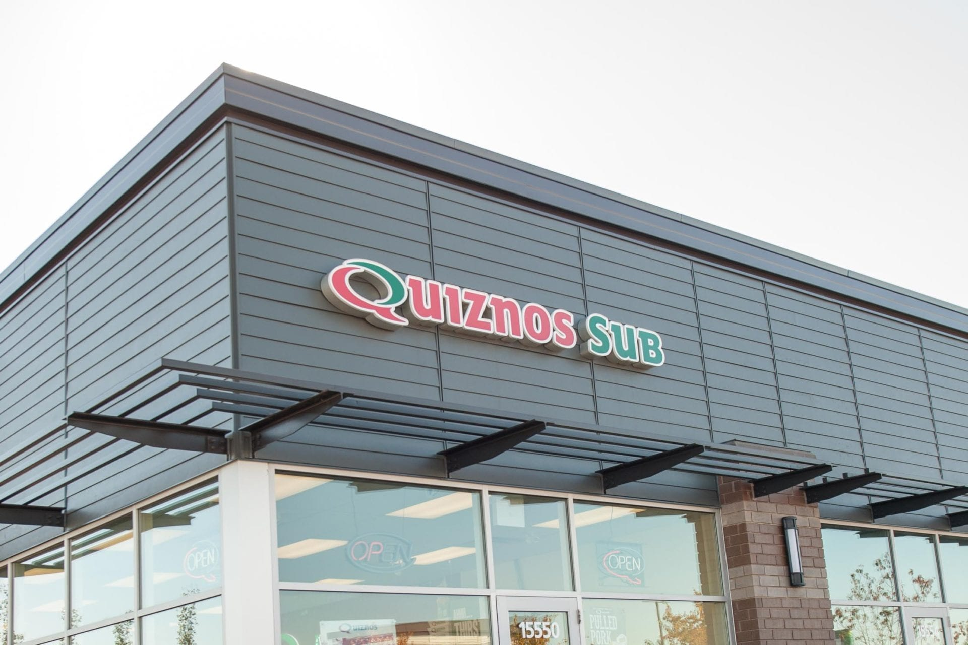 Quiznos is a famous fast food restaurant chain in the US and across the world with over 4, stores. Although it is best known for its submarine sandwiches, it offers many other delicious food items including salads, soups and sides.